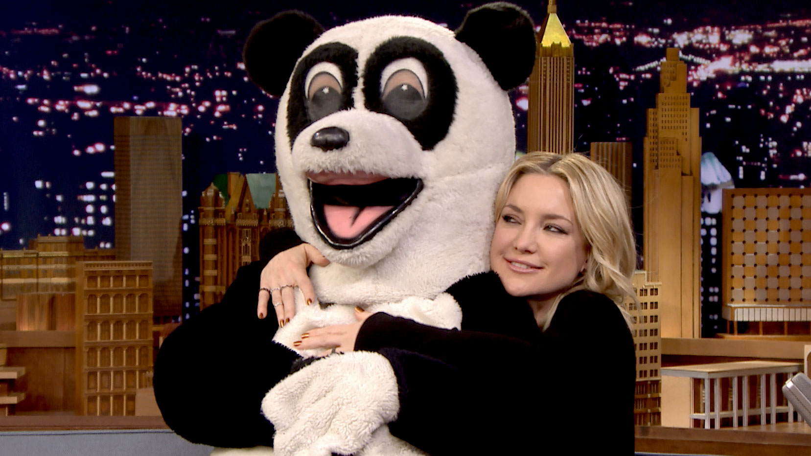 Kate Hudson Cuddles with Hashtag the Panda