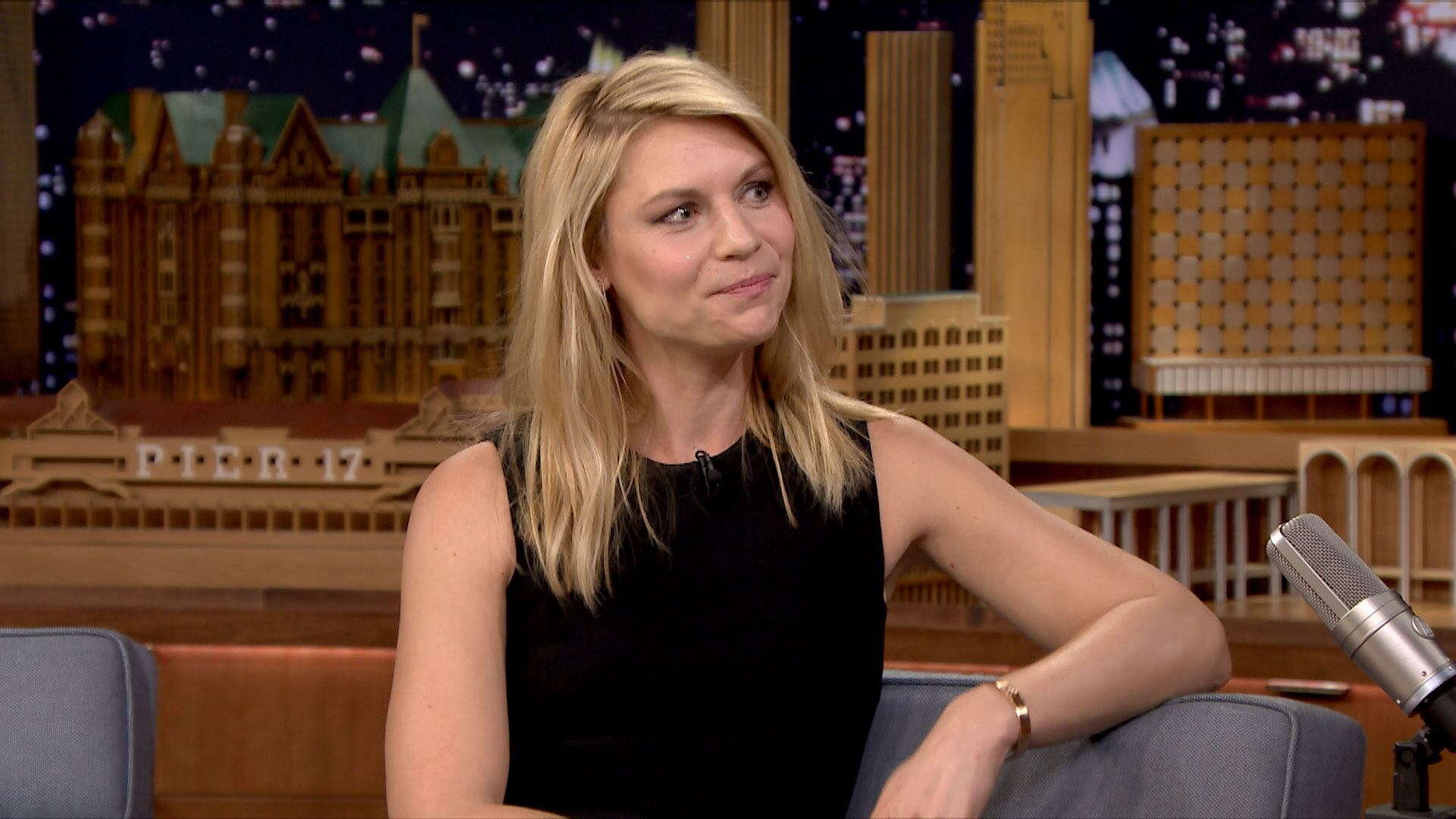 Claire Danes' Son Speaks a Little German