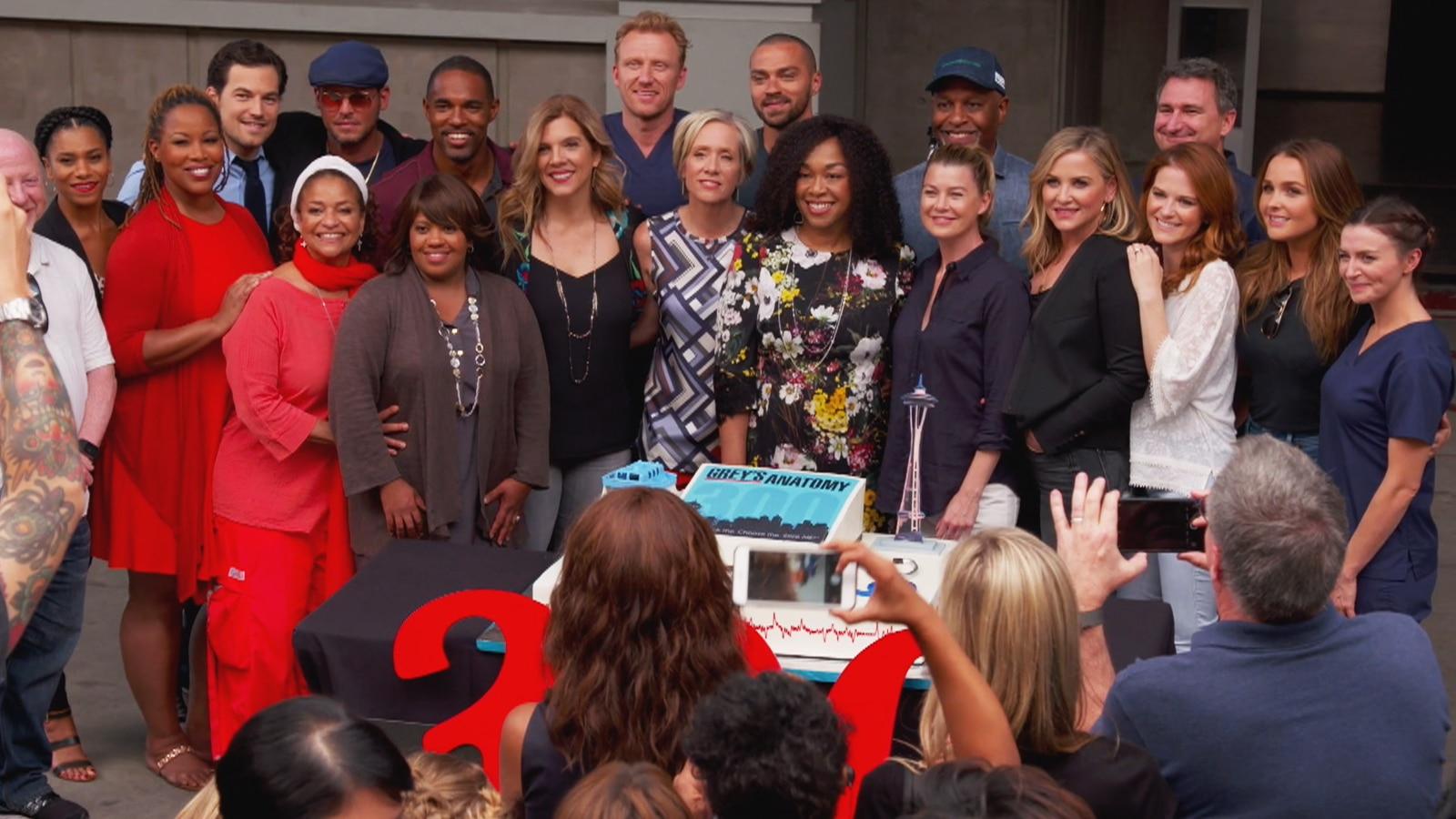 Watch Access Highlight: \'Grey\'s Anatomy\' Stars Say Shonda Rhimes Is ...