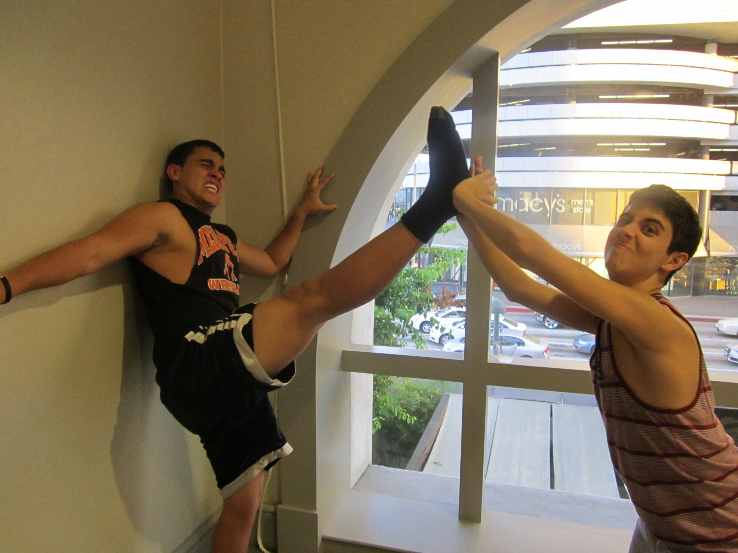 We're tryin to be as flexible as the girls but it doesnt look like its gonna happen
