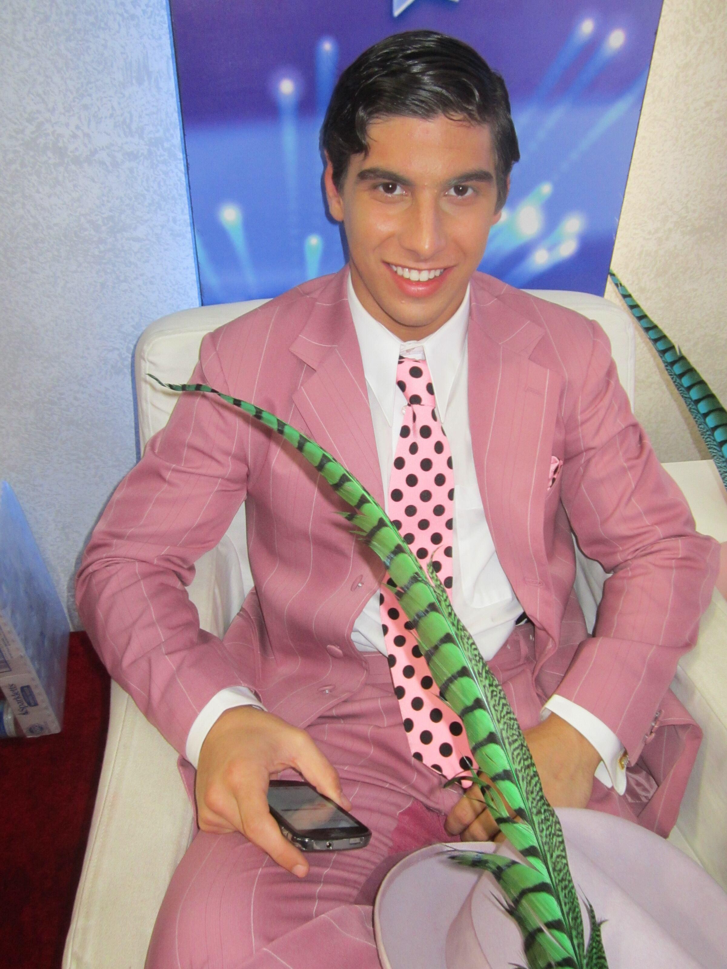 Sean Rockin' The Pink Zuit Suit!